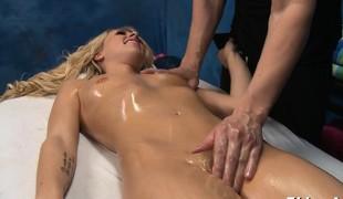 babe blonde blowjob massasje fingring