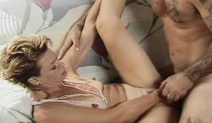 blonde hardcore blowjob små pupper stor kuk moden handjob
