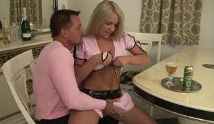 barbert naturlige pupper anal blonde hardcore slikking pornostjerne blowjob sædsprut fingring
