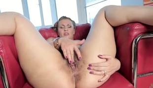 Hairy milf hole in close up as she fingers solo