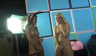 tenåring blonde lesbisk strømper onani små pupper