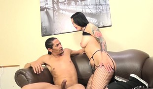 brunette blowjob strømper svart handjob fishnet