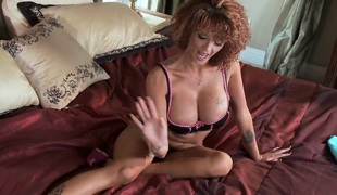 Sensual chick Joslyn James rewards her neighbour for assist