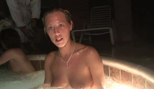 SpringBreakLife Video: Drunk Cuties In A Sexy Tub