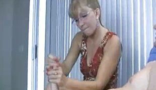 blonde milf sædsprut handjob runking tugjob