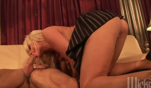 rumpehull anal kjønn deepthroat blowjob facial fitte ass-til-munn fitte slikking doggystyle