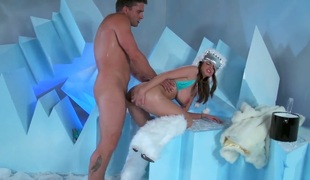 Brooklyn Chase enjoys honeypot stretching in insane hardcoreaction with Toni Ribas