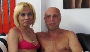 naturlige pupper anal blonde hardcore slikking milf blowjob lingerie strømper sædsprut
