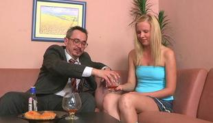 Excited older teacher is seducing sweethearts beaver