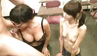 amatør brunette milf blowjob sædsprut trekant ffm asiatisk sucking