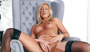 blonde lingerie strømper onani fingring solo