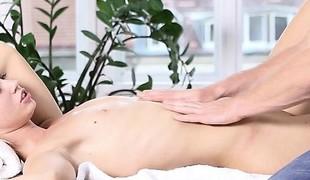 babe blonde massasje fingring små pupper