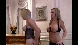 Blonde Brooke Haven fucking herself with sex toy