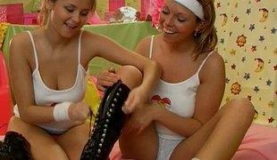 amatør naturlige pupper vakker slikking lesbisk fingring leketøy fitte vibrator thong