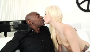 tenåring blonde blowjob sædsprut små pupper interracial