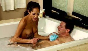 hvit brunette nydelig amerikansk skjørt massasje ridning naturlig våt perfekt