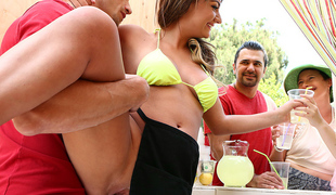 naturlige pupper brunette hardcore bikini