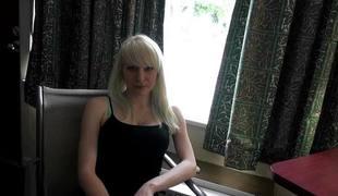 babe kjønn blonde vakker blowjob sædsprut facial ridning fitte bil