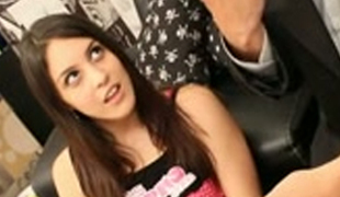Nice picked up teen gives good oral-job to well endowed stranger