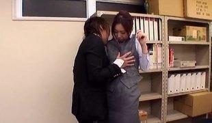 virkelighet naturlige pupper hardcore fingring kontor asiatisk strømpebukse par japansk misjonær