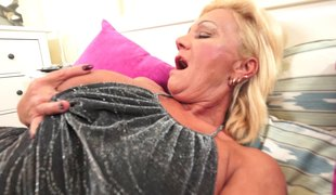 Plump cracker has her lusty mouth filled with huge amount of cum