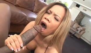 hardcore pornostjerne blowjob interracial stor kuk asiatisk par stor svart kuk