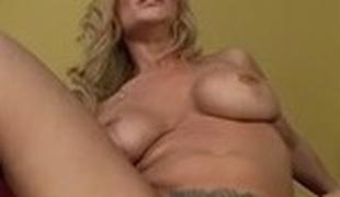 blonde stor rumpe milf store pupper blowjob sædsprut facial