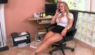 milf blonde kontor høye hæler rett