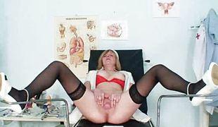 blonde milf store pupper strømper onani leketøy fitte moden fetish uniform