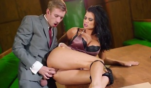 Jasmine Jae with giant melons finds herself blowing Keiran Lees stiff ram 10-Pounder