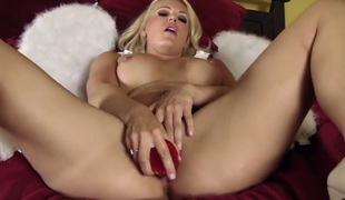 Solo hotty is using a dildo