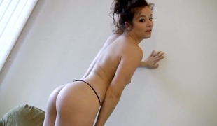 Nude Bella Rossi rubs her pretty love tunnel