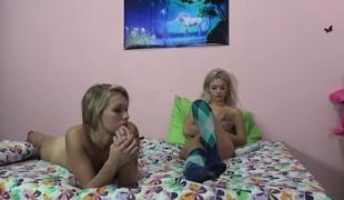 amatør tenåring blonde hardcore lesbisk fitte små pupper vill barmfager