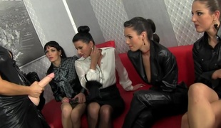 lesbisk bukkake gruppesex