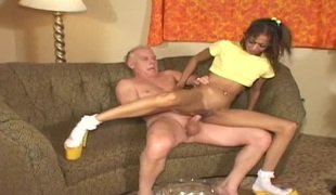 tynn hardcore interracial par ibenholt høye hæler barbert fitte
