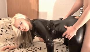 amatør european blonde store pupper fetish par tysk hd rett